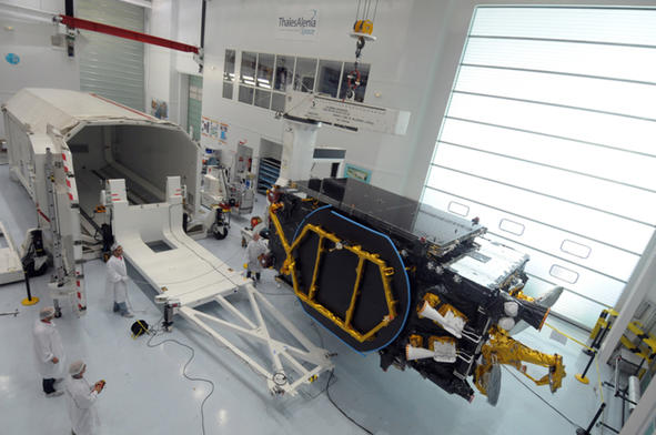 Satellite YAMAL 402 © Y. Obrenovitch ©THALES ALENIA SPACE