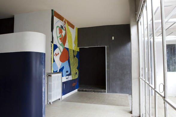 Salon de la villa E1027. © photo: Archives départementales des Alpes-Martimes, LE CORBUSIER : © F.L.C. / ADAGP, Paris 2015